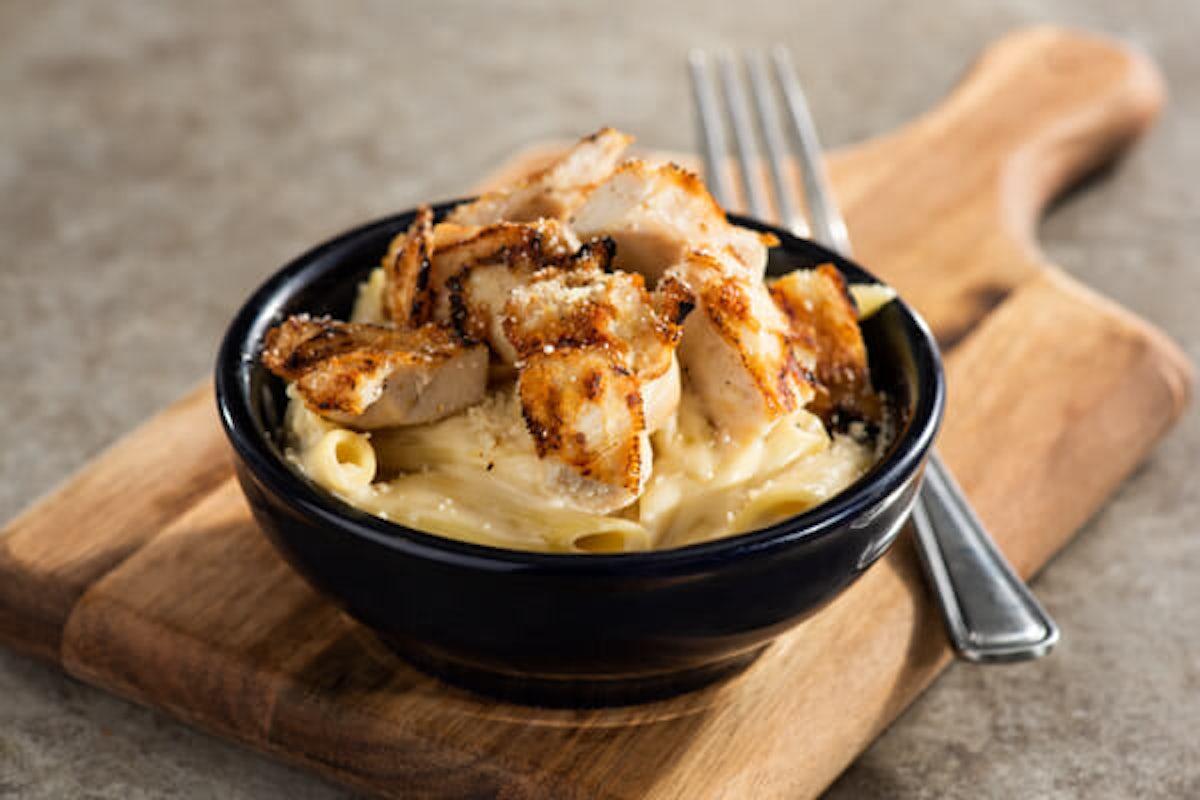 Pepper Pals® Cheesy Chicken Pasta