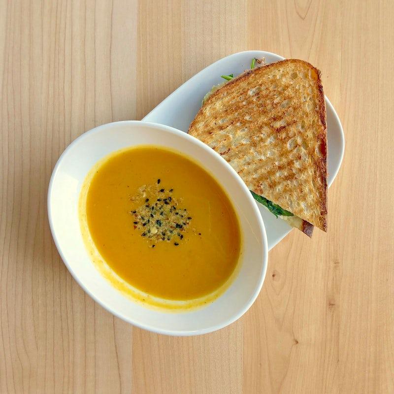 HALF SANDWICH & SOUP