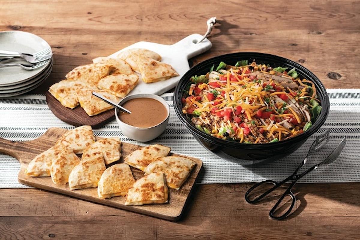 Party Platter Quesadilla Explosion Salad - Large